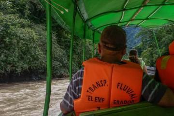 Canoa con turistas