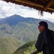 Turista apreciando el paisaje
