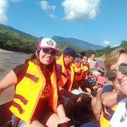 Turistas pasean en bote en Chazuta
